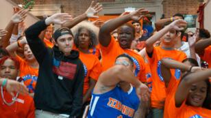 """À New York, les jeunes de """"March For Our Lives"""" sont venus à la rencontre des adolescents du Queens, samedi 11 août."""