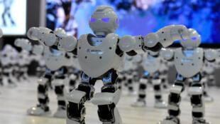 Amazon, Facebook, Google, IBM et Microsoft s'unissent pour éviter que l'intelligence artificielle ne prépare une armée de robots prête à attaquer l'humanité.