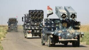 قوات عراقية تتجه نحو مواقع تسيطر عليها قوات البشمركة الكردية جنوب كركوك في 14 تشرين الأول/أكتوبر 2017