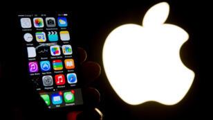 Le Wall Street Journal assure que les autorités américaines cherchent actuellement à casser les protections de 12 iPhone.