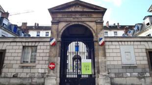 Julie 16 ans la plus jeune victime française du Covid-19 est morte à l'hôpital Necker