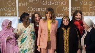 ميلانيا ترامب تتوسط نساء كرمتهن الولايات المتحدة كأشجع 10 نساء بالعالم 23 آذار/مارس 2018.