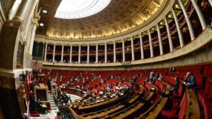 L'Assemblée nationale française lors des débats sur une motion de censure contre le gouvernement, le 18 juin 2015.