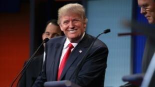 Donald Trump sur un plateau de télévision lors du premier débat entre plusieurs candidats à l'investiture républicaine, jeudi 6 août.