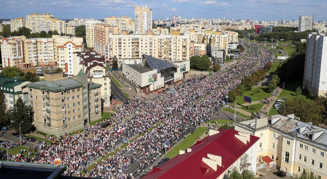 Alrededor de 100.000 personas se manifestaron contra el presidente Alexander Lukashenko, en Minsk, Belarús, el 13 de septiembre de 2020.