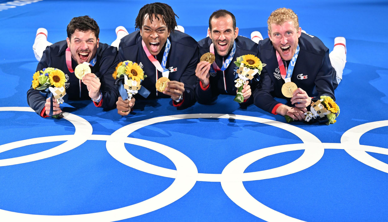 La joie des fleurettistes français Maxime Pauty, Enzo Lefort, Erwan Le Pechoux et Julien Mertine, champions olympiques, après leur victoire face à la Russie, le 1er août 2021 aux Jeux Olympiques de Tokyo 2020
