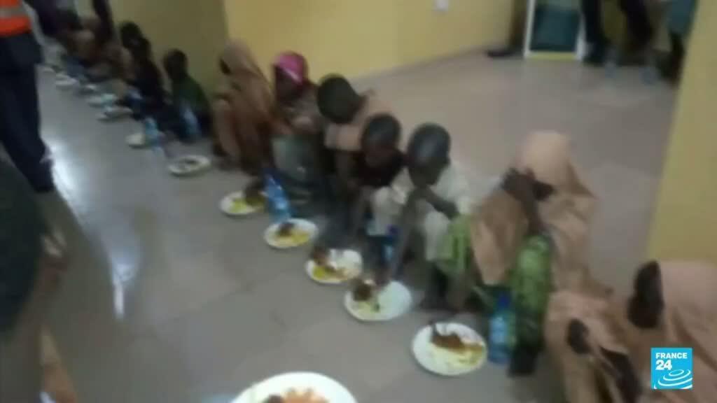 2021-08-27 14:43 Hombres armados liberan a decenas de estudiantes nigerianos secuestrados en mayo