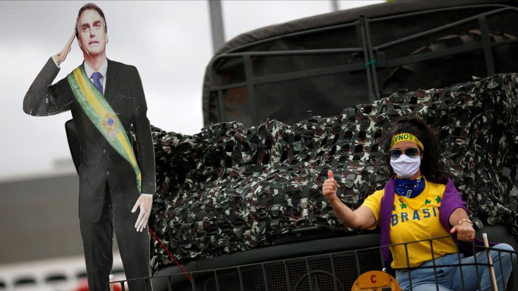 Seguidores del presidente ultraderechista brasileño, Jair Bolsonaro, se manifestaron en sus vehículos contra la decisión del Tribunal Supremo.