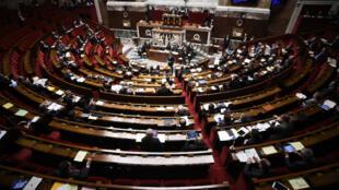 Le Premier ministre Manuel Valls s'adresse à l'Assemblée nationale, le 5 févier 2016.
