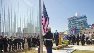 وزير الخارجية الأمريكية جون كيري خلال مراسم إعادة فتح السفارة الأمريكية في كوبا في آب/أغسطس 2015