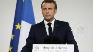 Emmanuel Macron lors de son discours aux militaires à l'Hôtel de Brienne, le 13 juillet 2019 à Paris.