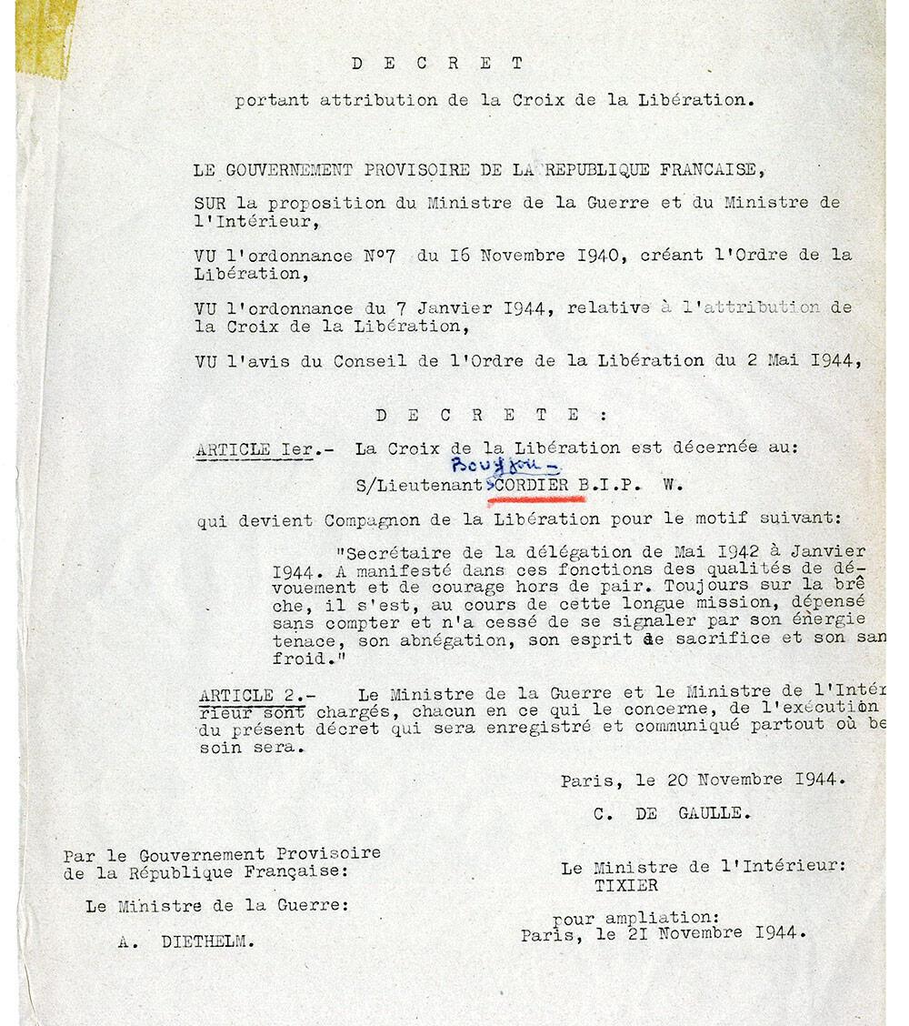 Le décret attribuant la Croix de la Libération à Daniel Cordier.
