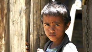 Un enfant yéménite photographié dans un bidonville de Sanaa, le 15 mai 2016 (archives).