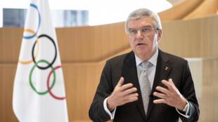 رئيس اللجنة الأولمبية الدولية الألماني توماس باخ في صورة مؤرخة 24 آذار/مارس 2020.