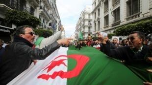 2021-03-19T161139Z_675892026_RC2GEM9GEELJ_RTRMADP_3_ALGERIA-PROTESTS