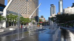 La place des Festivals déserte en raison de la pandémie, le 28 juillet 2020 à Montréal, au Canada