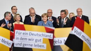 La líder del partido cristianodemocráta y canciller alemana, Angela Merkel, en el escenario ante sus seguidores en Berlín tras ganar las elecciones generales, el 24 de septiembre de 2017.