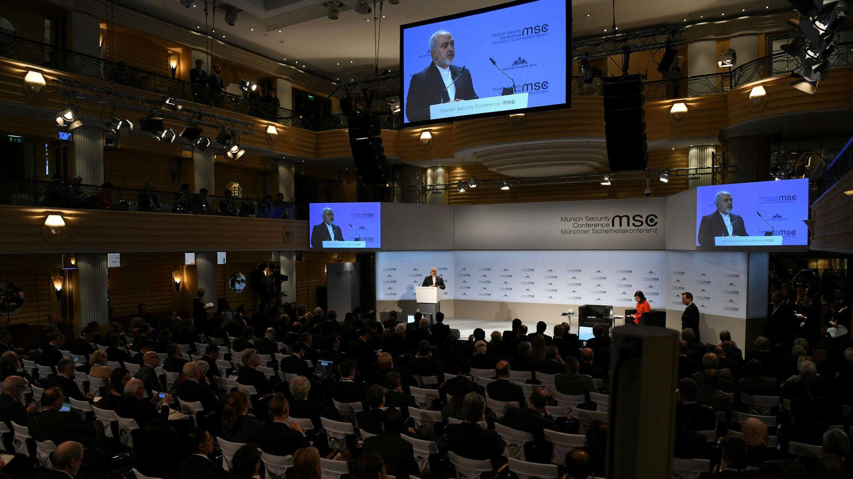 El ministro iraní de Exteriores, Mohammad Javad Zarif, habla durante la reunión anual de Múnich, conocida como la Conferencia de Seguridad de Múnich, en Alemania, el 17 de febrero de 2019.