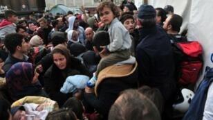 مهاجرون في قرية إيدوميني عند الحدود بين اليونان ومقدونيا 3 مارس 2016
