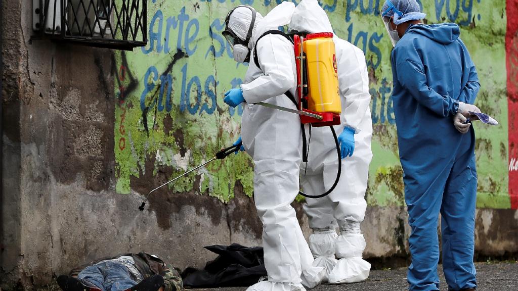 La concentración de cadáveres en las calles de Guayaquil, Ecuador recorrieron las portadas de medios de comunicación de todo el mundo.