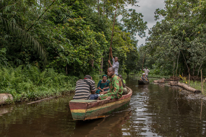 Una canoa en el bosque de Lokoli, en Benín, el 9 de julio de 2021