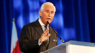 El asesor político Roger Stone interviene durante la conferencia American Priority en Washington D. C. el 6 de diciembre de 2018.