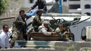 مقاتلون من الحوثيين في صنعاء في 21 أبريل 2015
