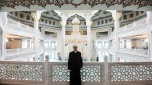 Rouchane Abbiassov, vice-président du Conseil des muftis, lors d'une interview avec l'AFP, le 23 mai 2019 à la mosquée de Moscou
