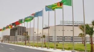 مركز المؤتمرات في العاصمة الموريتانية نواكشوط حيث ستعقد الدورة العادية الحادية والثلاثون لمؤتمر رؤساء دول وحكومات الاتحاد الأفريقي في 1 تموز/يوليو.
