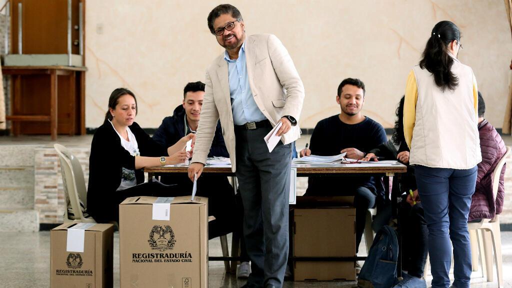 El candidato al Senado de Colombia de la Fuerza Alternativa Revolucionaria del Común (FARC), Iván Márquez, vota en las elecciones legislativas el domingo 11 de marzo de 2018, en Bogotá, Colombia.