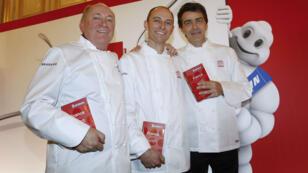 Les chefs René et Maxime Meilleur, et Yannick Alléno obtiennent une troisième étoile dans la nouvelle édition du célèbre Guide Michelin.