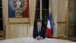 الرئيس الفرنسي إيمانويل ماكرون في لقاء تلفزيوني 15 تشرين الأول/أكتوبر 2017