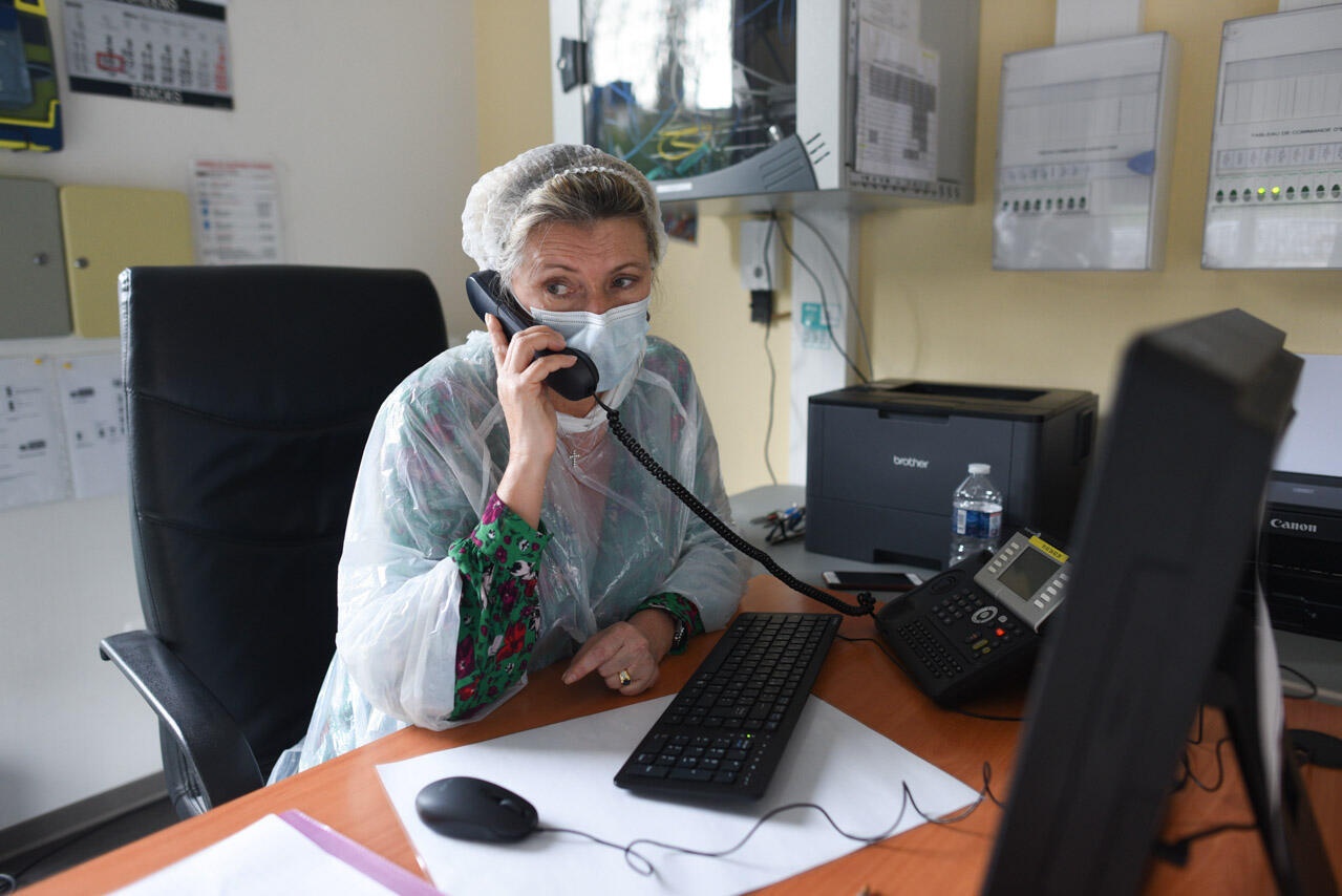 Le centre de consultations Covid-19 fonctionne grâce à un immense élan de solidarité. Élisabeth Bossetti fait partie des bénévoles qui reçoivent les coups de fils et gèrent l'accueil du centre.