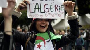 La jeunesse algérienne manifeste tous les vendredis pour protester contre le clan Bouteflika.
