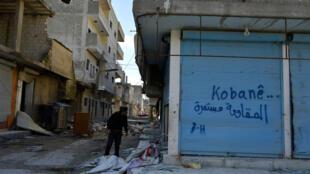 Les rues de Kobané, encerclées par l'organisation de l'État islamique, sont désertes.