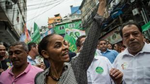 Marina Silva dans la favela Rocinha, à Rio de Janeiro, le 30 août 2014.