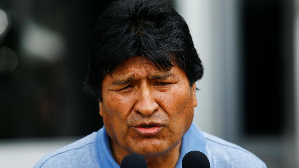 El expresidente de Bolivia, Evo Morales, habla durante su llegada para pedir asilo en México, en la Ciudad de México, México, 12 de noviembre de 2019.