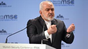 El ministro de Relaciones Exteriores de Irán, Mohammad Javad Zarif, habla durante la conferencia anual de seguridad de Múnich en Alemania, el 17 de febrero de 2019.