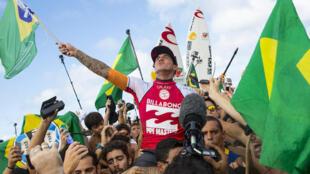 Gabriel Medina sacré champion du monde 2014 à Hawaï.