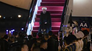 Le président iranien Hassan iranien à son arrivée à l'aéroport de Qingdao, dans l'est de la Chine, le 8 juin 2018