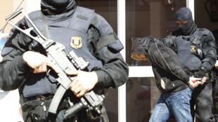 Interpellation antiterroriste menée le 8 avril 2015 à Sabadell, dans le nord de l'Espagne.