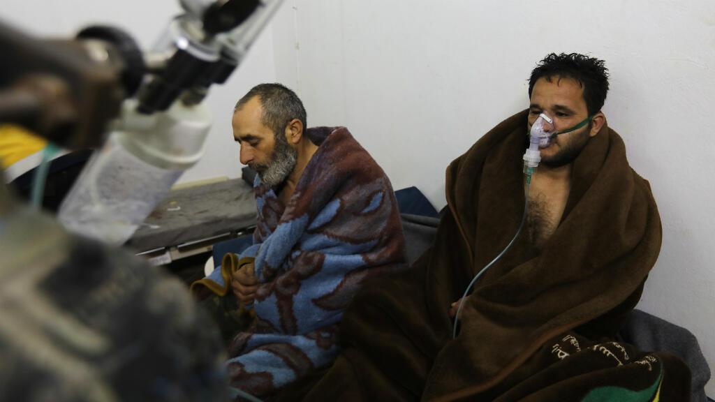 Decenas de personas fueron atendidas por presentar problemas respiratorios el pasado 4 de febrero tras un ataque a Saraqeb. Febrero 4 de 2018.