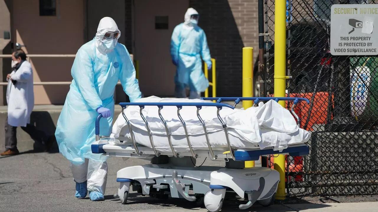 نقل جثمان شخص توفي بفيروس كورونا في نيويورك