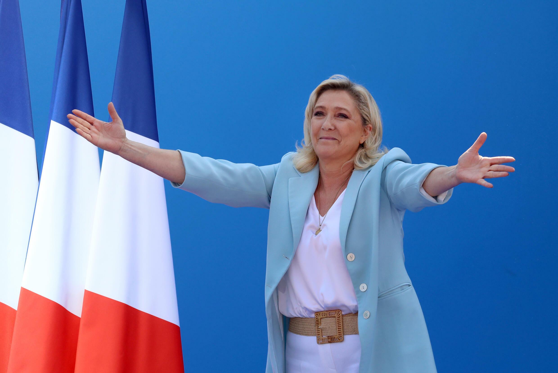 Marine Le Pen devant les militants du Rassemblement national le 12 septembre 2021 à Fréjus (Var)