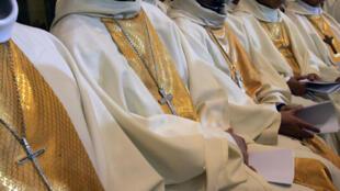 Deux évêques américains ont été limogés par le pape François pour avoir fermé les yeux sur des cas de pédophilie dans leur diocèse.