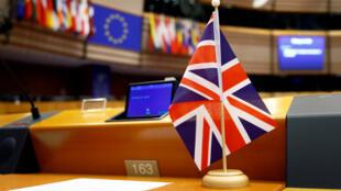 Una bandera del Reino Unido en uno de los puestos del Parlamento Europeo en Bruselas, Bélgica, el 3 de abril de 2019.