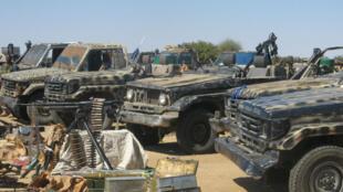 Des véhicules et des équipements militaires appartenant à l'UFDD sont présentés par l'armée tchadienne, le 27 novembre 2007.