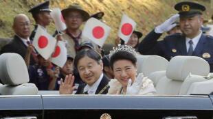 El emperador Naruhito y la emperatriz Masako durante el desfile en Tojio, Japón. 10 dfe noviembre de 2019.