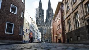 Les rues vides de la ville de Cologne au premier jour du reconfinement en Allemagne, le 16 décembre 2020.