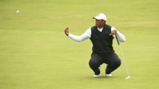 """Tiger Woods a été éliminé au """"cut"""" du British Open de golf pour la 3e fois en 21 participations, le 19 juillet 2019, sur le Royal Portrush golf club, en Irlande du Nord"""